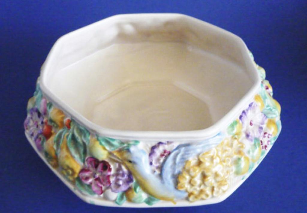 Newport pottery backstamp 8b543e10