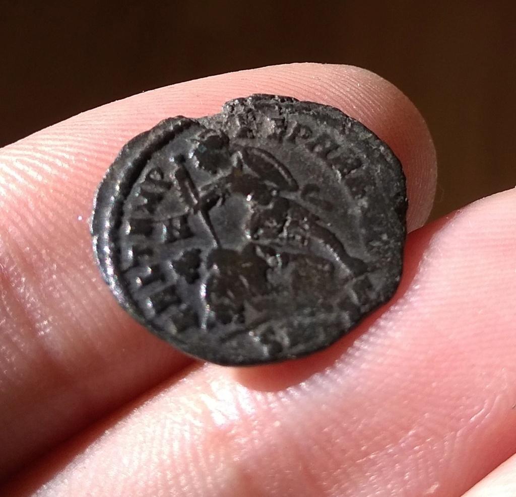 AE3 de Constancio II. FEL TEMP – REPARATIO. Soldado romano alanceando a jinete caído. Tesalónica. Img_2148
