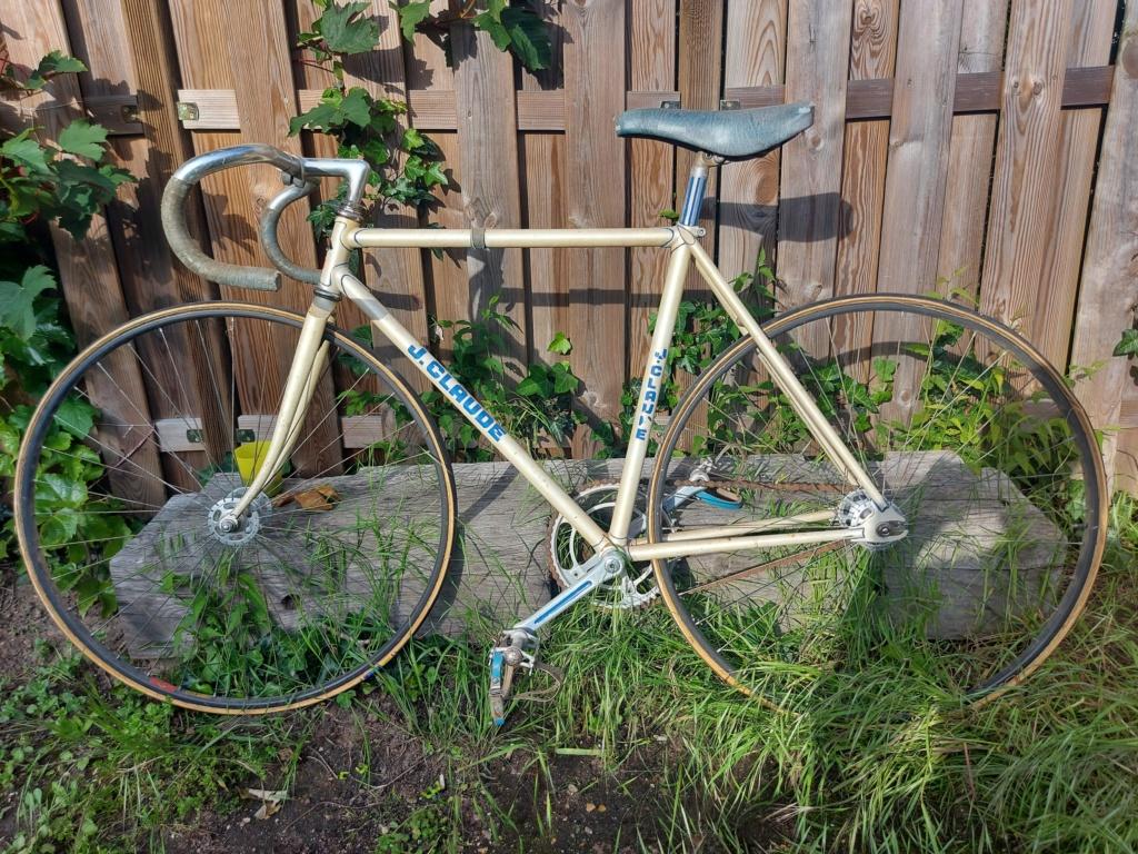 Stock ancien vélociste Motobecane 20210529