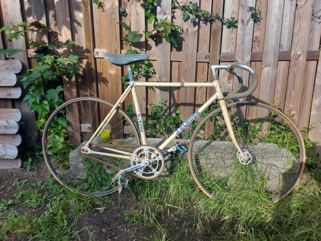 Stock ancien vélociste Motobecane 20210531