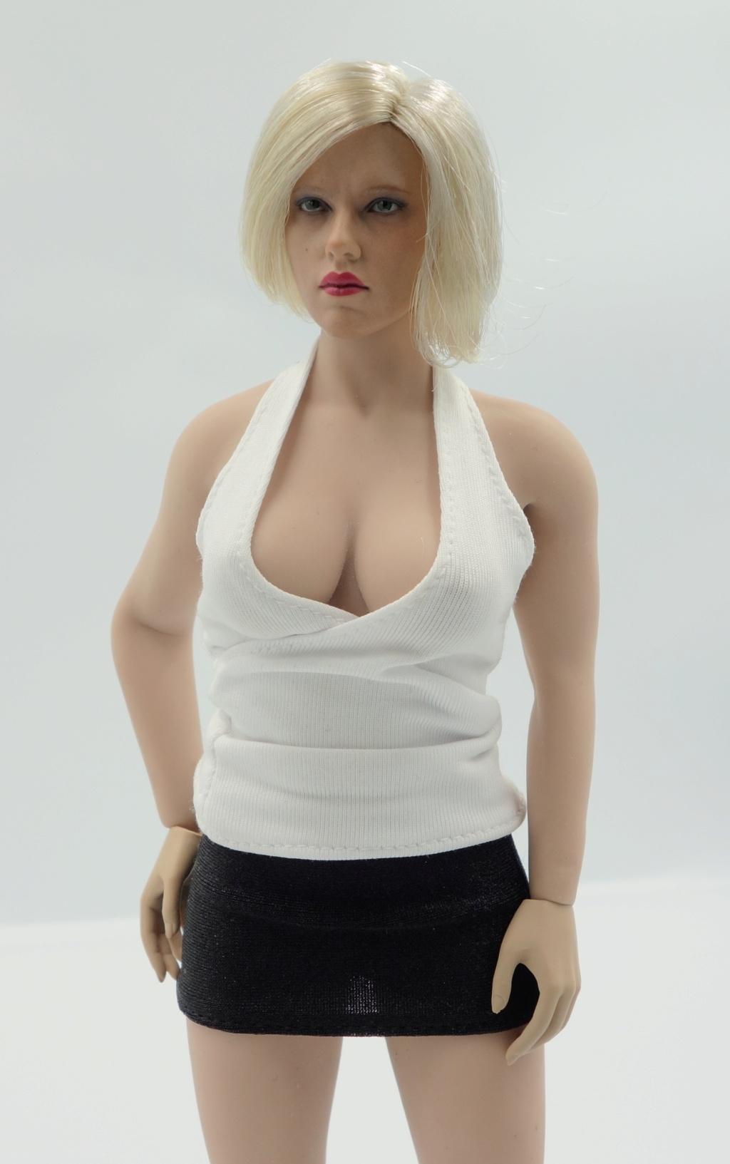 s29b - NEW PRODUCT: TBLeague 1/6 steel bone plastic buxom girl body S28A pale color & S29B suntan color - Page 3 Dsc06712