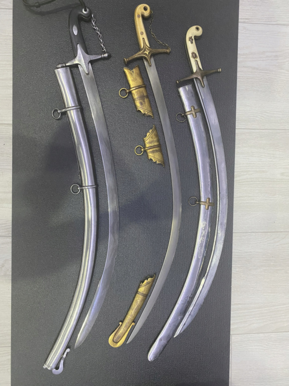 Sabres à flèche exagerée. 0e430810