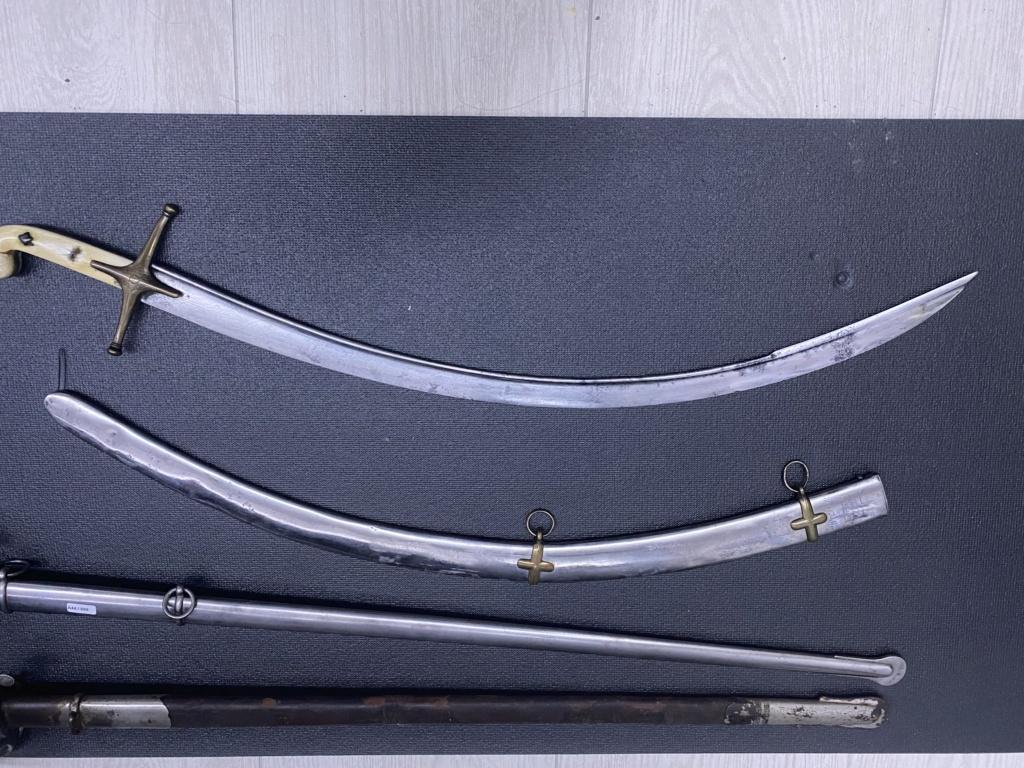 Sabres à flèche exagerée. C93e6410