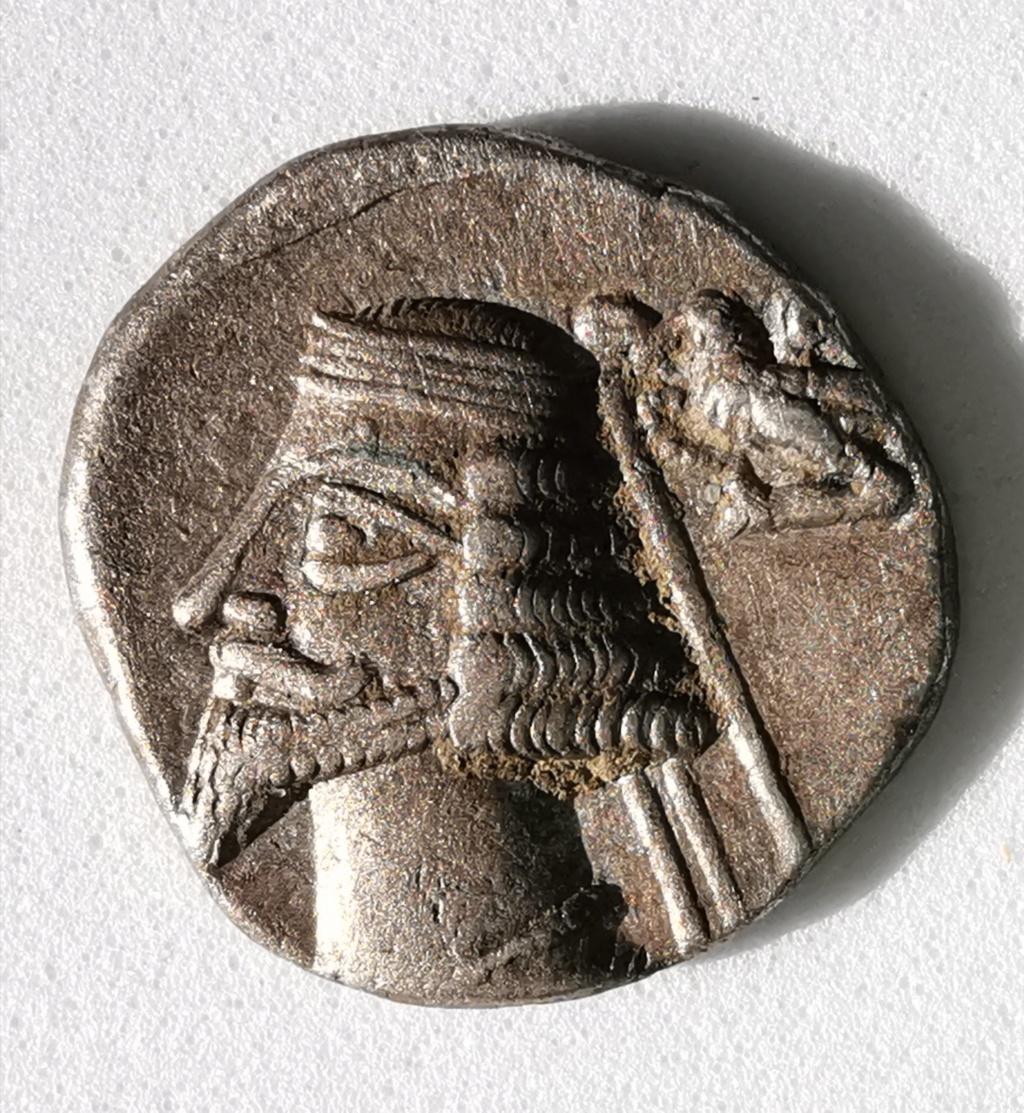 Dracma de Phraates IV . 38-2 AC - Ekbatana, Imperio Parto Img_2092
