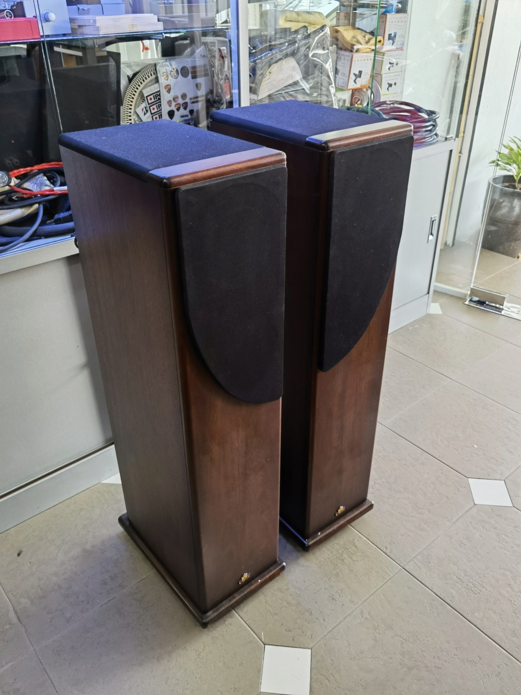 Castle Howard S2 speaker (used)  Img_2056