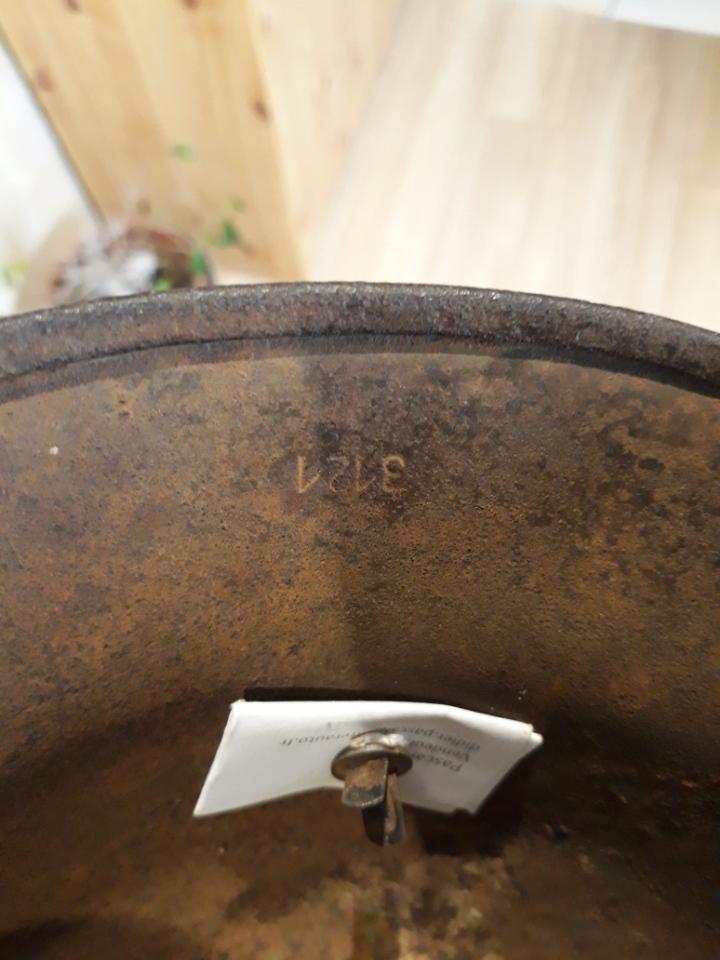 Besoin d'aide pour estimation de deux casques allemand Resize15