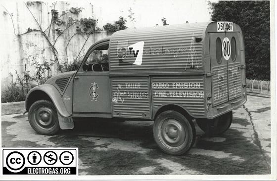 Photos et cartes postale 2cv camionnette  - Page 12 1_elec10