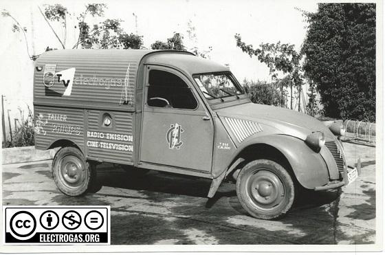 Photos et cartes postale 2cv camionnette  - Page 12 2_elec10