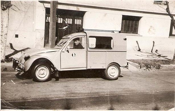 Photos et cartes postale 2cv camionnette  - Page 8 2cv_en10