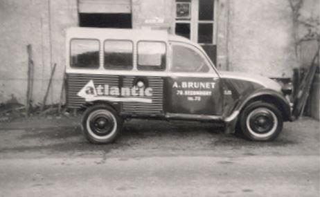 Photos et cartes postale 2cv camionnette  - Page 12 Atlant10