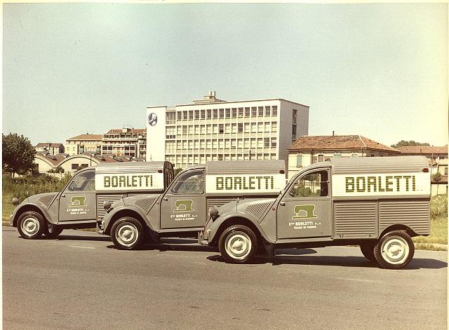 Photos et cartes postale 2cv camionnette  - Page 12 Borlet10