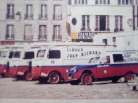 Photos et cartes postale 2cv camionnette  - Page 15 Cirque10