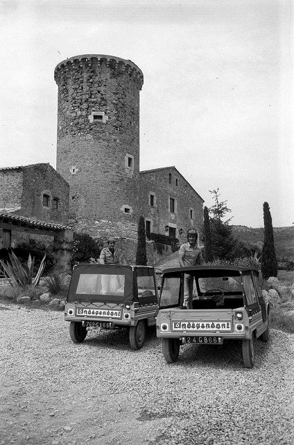 Photos et cartes postale 2cv camionnette  - Page 11 Journa10