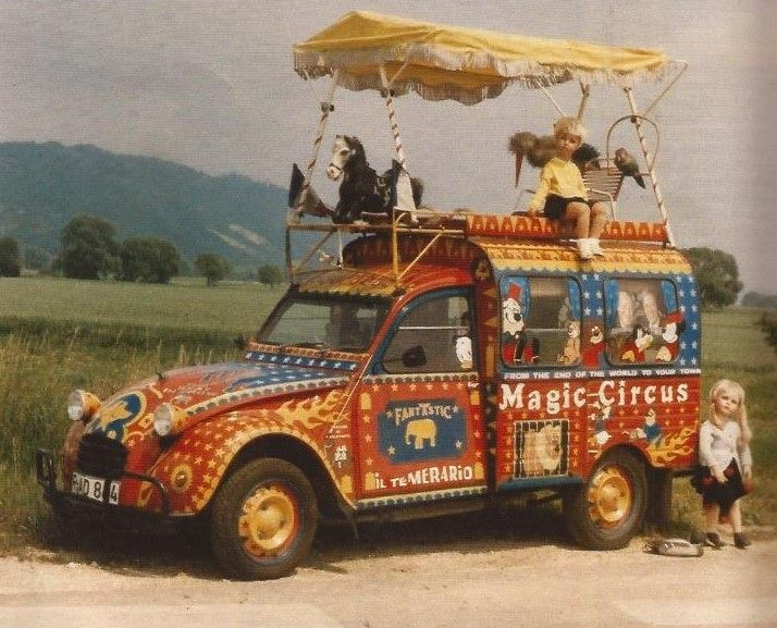 Photos et cartes postale 2cv camionnette  - Page 13 Magic_10