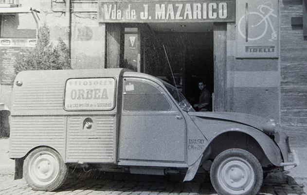 Photos et cartes postale 2cv camionnette  - Page 12 Veloso10