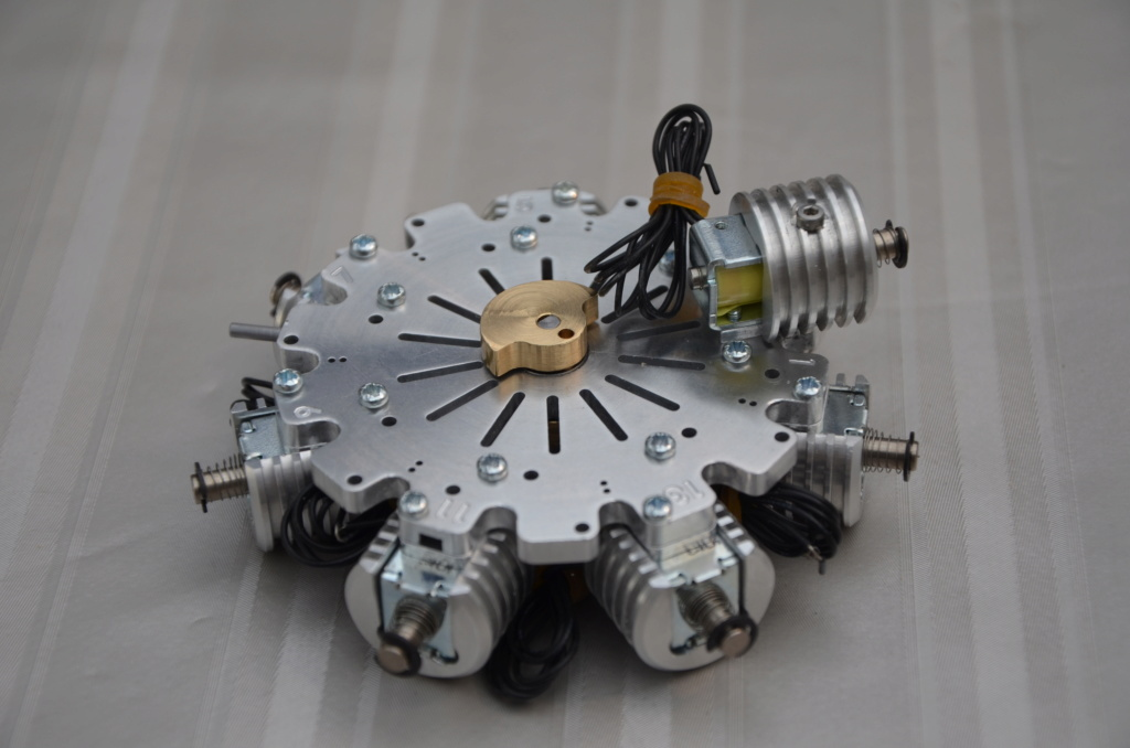 Moteur double-étoile à électro-aimants Ed14_m16