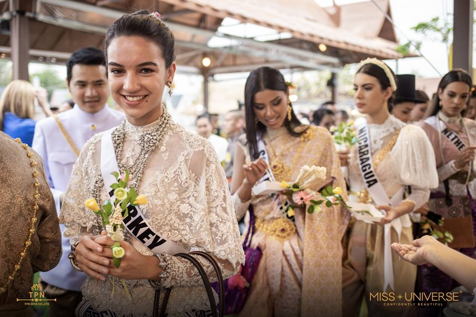 © PAGEANT MANIA © MISS UNIVERSE 2018 - OFFICIAL COVERAGE Finals - Page 39 47687611