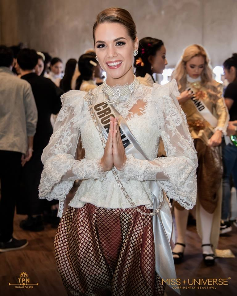 © PAGEANT MANIA © MISS UNIVERSE 2018 - OFFICIAL COVERAGE Finals - Page 39 48064310