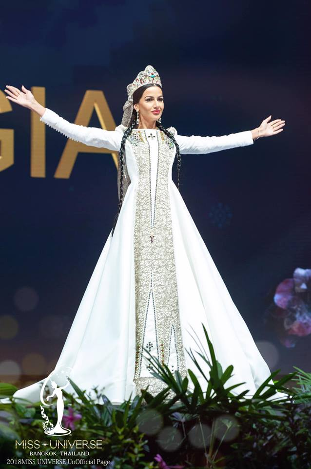 Miss Universe 2018 @ NATIONAL COSTUMES - Photos and video added - Page 6 8129
