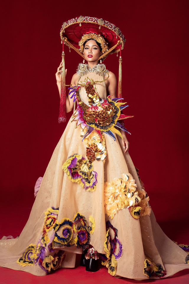 Miss Universe 2018 @ NATIONAL COSTUMES - Photos and video added Photo-16