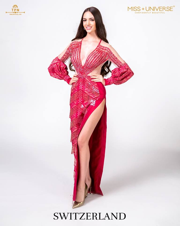 © Miss Universe 2018  © Thai Silk Portraits  ©  Switze11