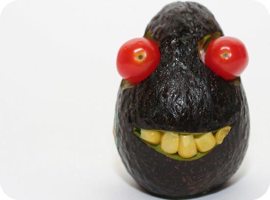 Images fruits et légumes en délires  - Page 20 Avocat10