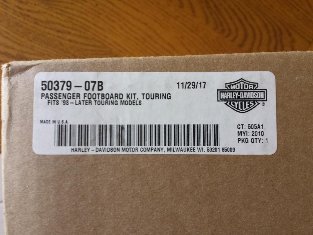 Passenger Footboard Kit Touring (repose pieds passagers) Thumbn11