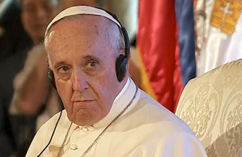Tra testa e cuffia? Papa-f10
