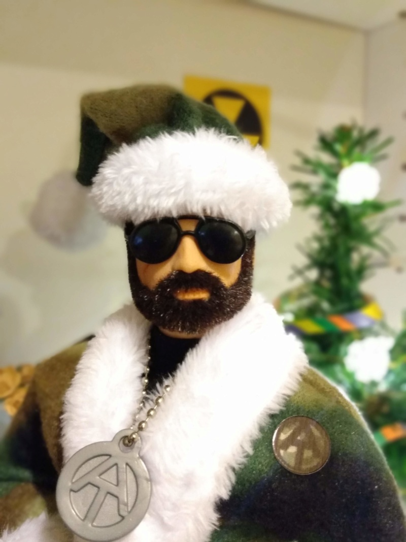 Pictures of your Action Men or Joe's in the Christmas spirit. - Page 3 Img_2036