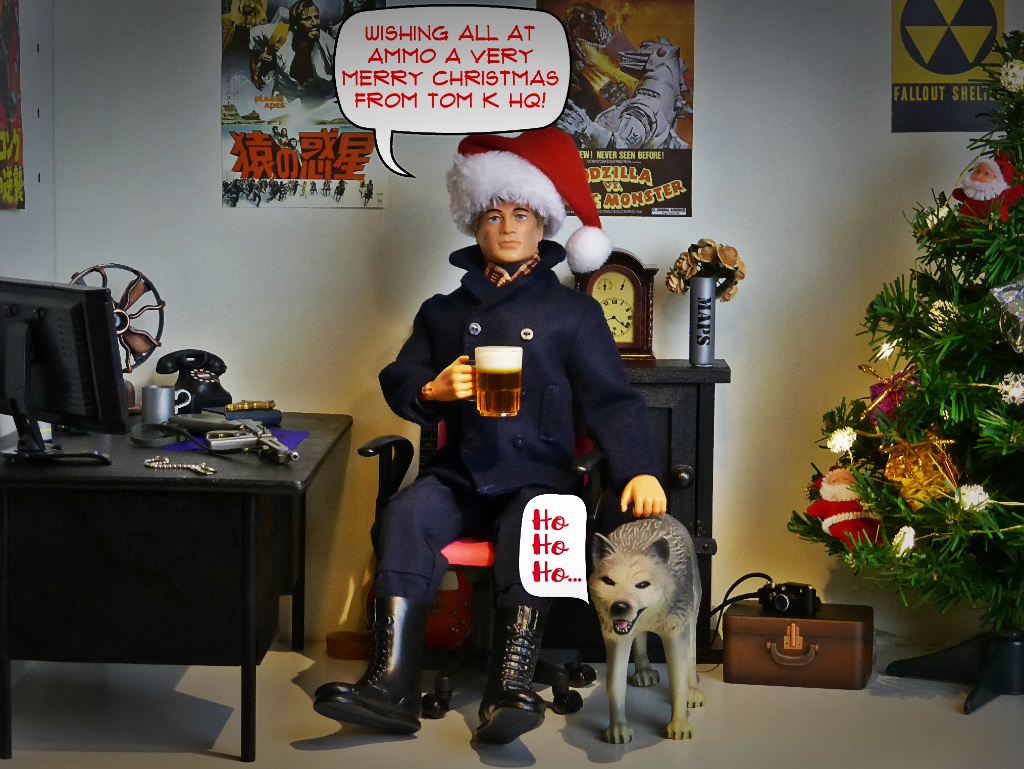 Pictures of your Action Men or Joe's in the Christmas spirit. - Page 3 Merry_10