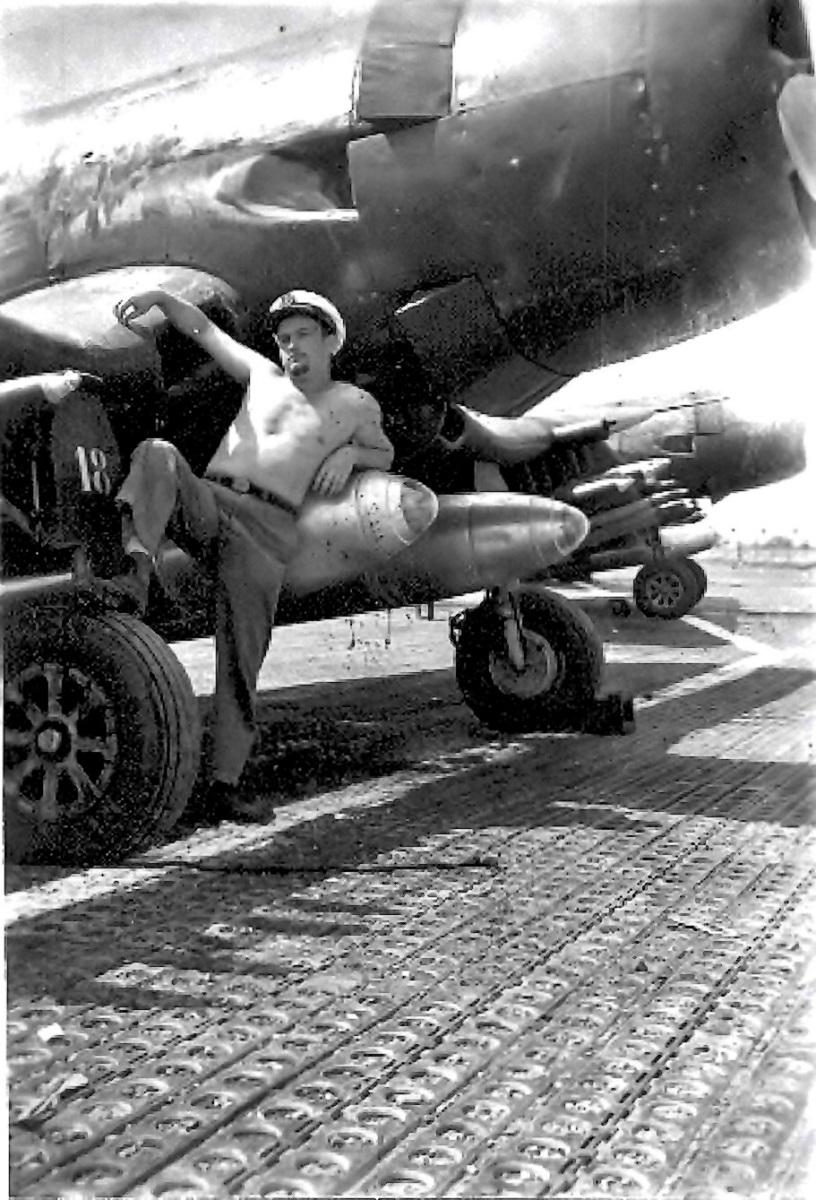 [Les anciens avions de l'aéro] F4 U7 Corsair - Page 28 1954_s10