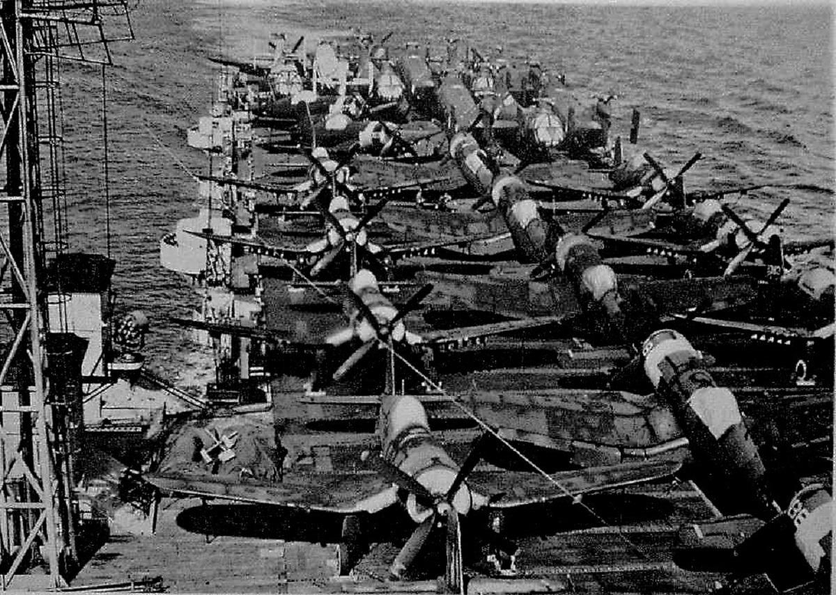 [Les anciens avions de l'aéro] F4 U7 Corsair - Page 28 Au-1_l10