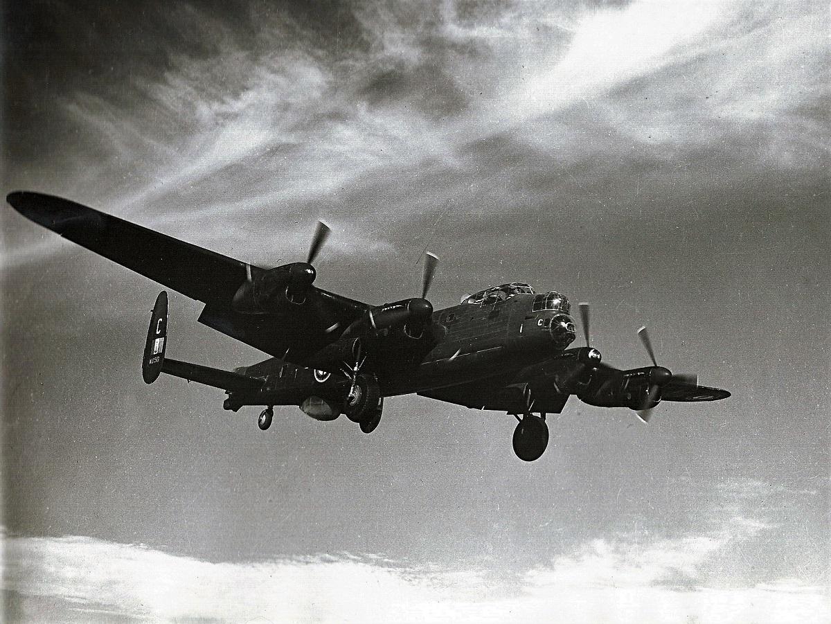 [Aéronavale dives] École spécialisation pilotage LOURD à AGADIR - Page 2 Avrola12