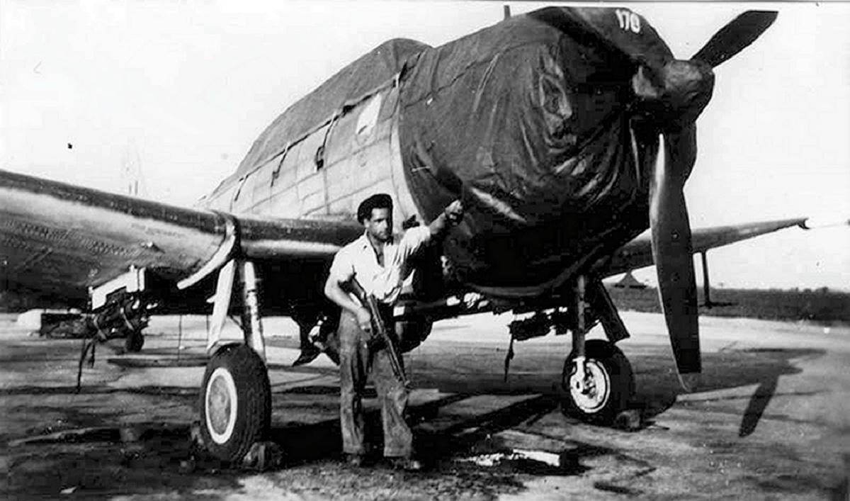 [Les anciens avions de l'aéro] Douglas SBD-5 Dauntless Sbd_4f11