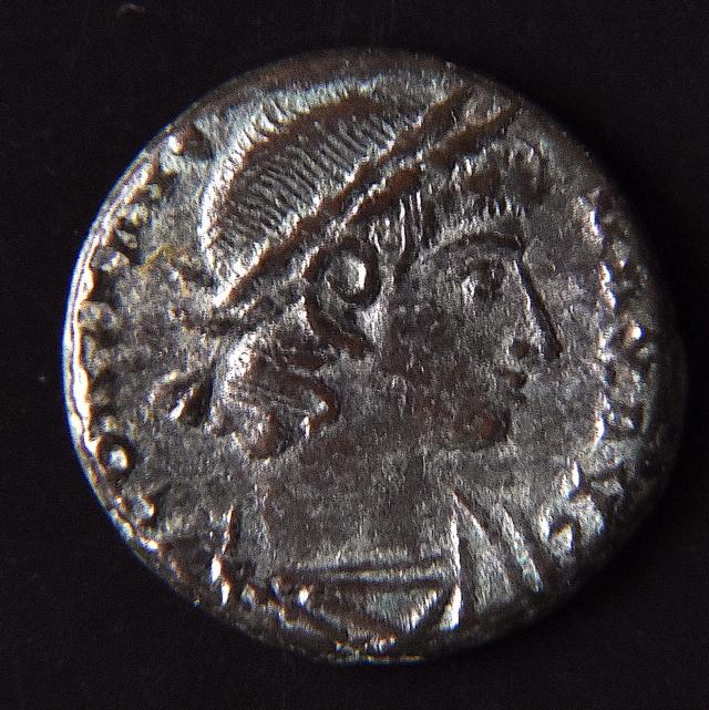 Nummus Constantinienne ? ou frappe Barbare ?  Dsc_2312