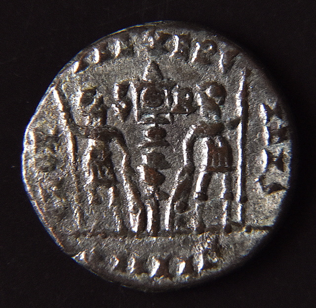 Nummus Constantinienne ? ou frappe Barbare ?  Dsc_2313