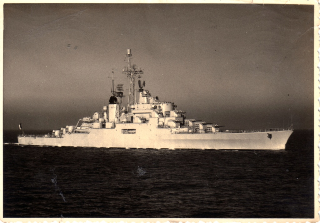 COLBERT (1957-1991) (Croiseur) - Page 32 Img16611