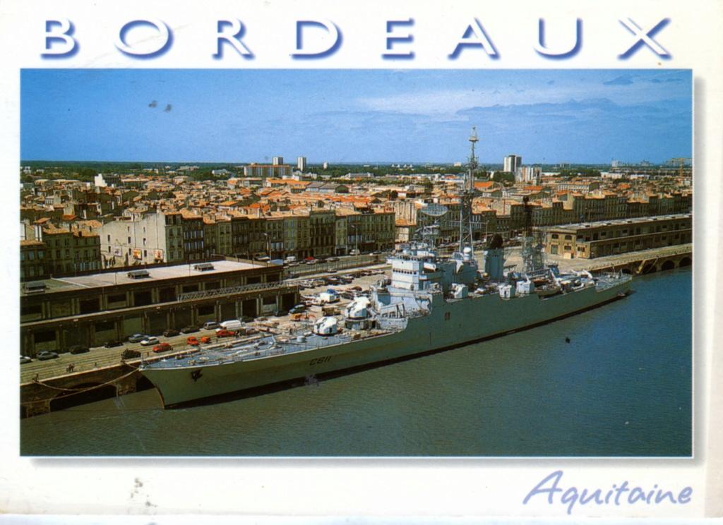 COLBERT (1957-1991) (Croiseur) - Page 32 Img19211