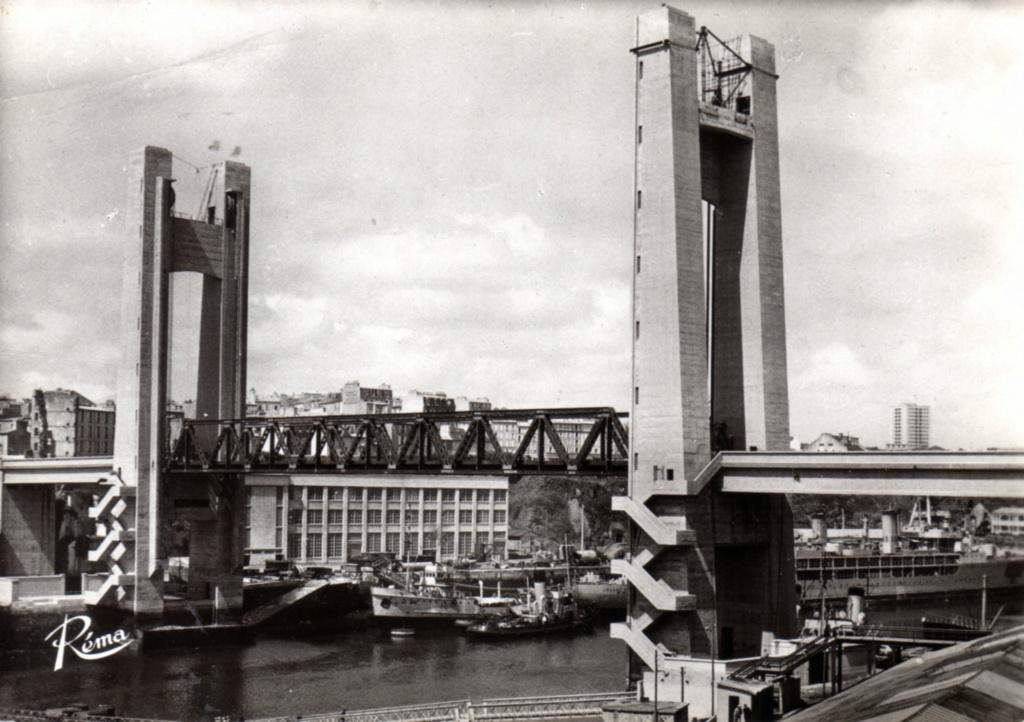 [Les ports militaires de métropole] Port de BREST - TOME 3 - Page 19 Img20410
