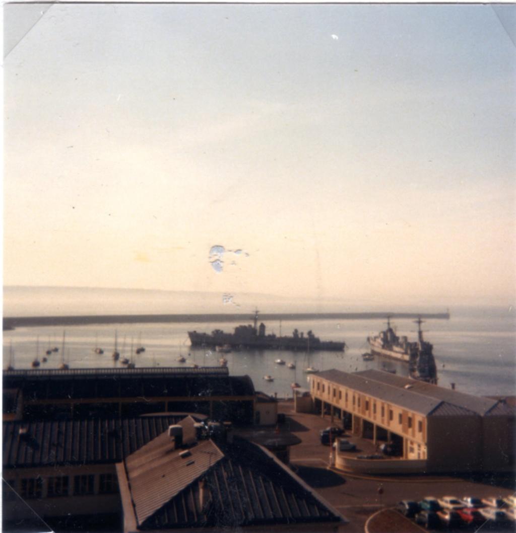 [Les ports militaires de métropole] Port de BREST - TOME 3 - Page 9 Img65610