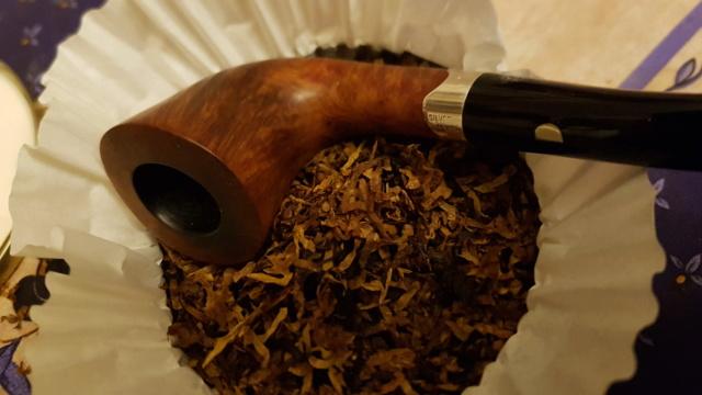Qui n'a pas fumé à la Sainte-Croix, au lieu d'un bol en fumera trois (3 mai)  Royalt20