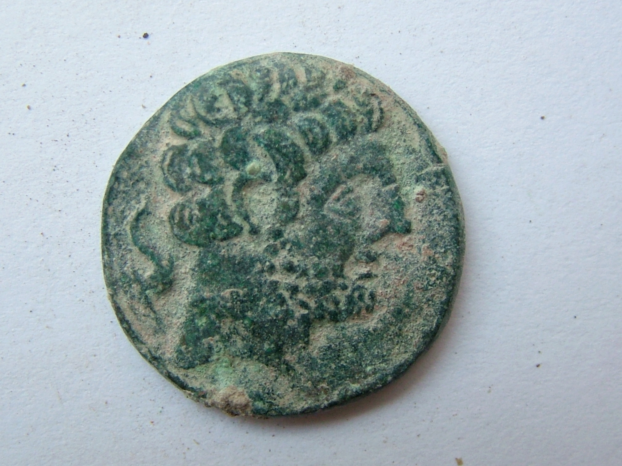 Imágenes a gran escala de pátinas y monedas falsas. Escalofriante (+18). 01_bol10