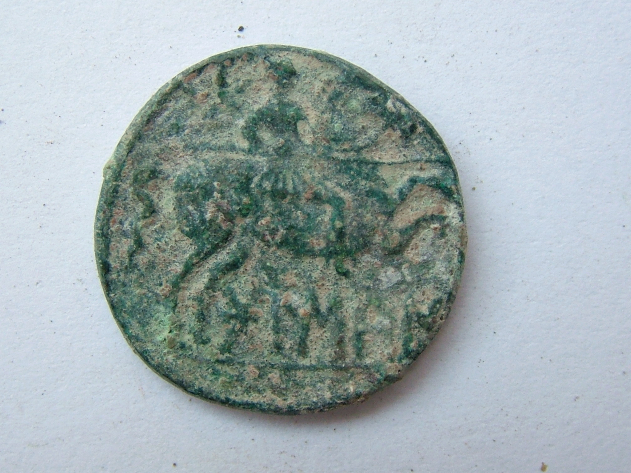Imágenes a gran escala de pátinas y monedas falsas. Escalofriante (+18). 01_rev10
