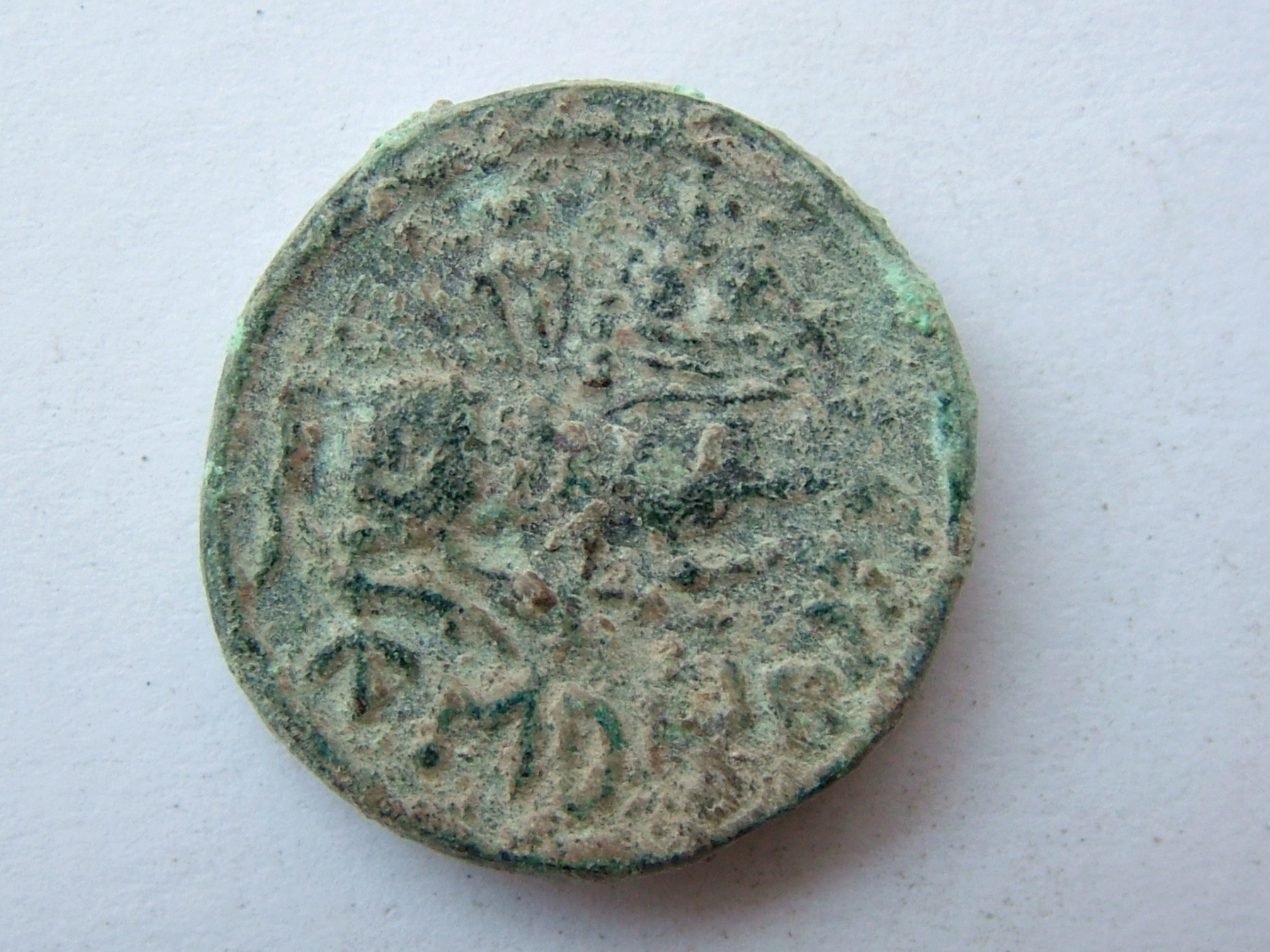 Imágenes a gran escala de pátinas y monedas falsas. Escalofriante (+18). 05_rev10