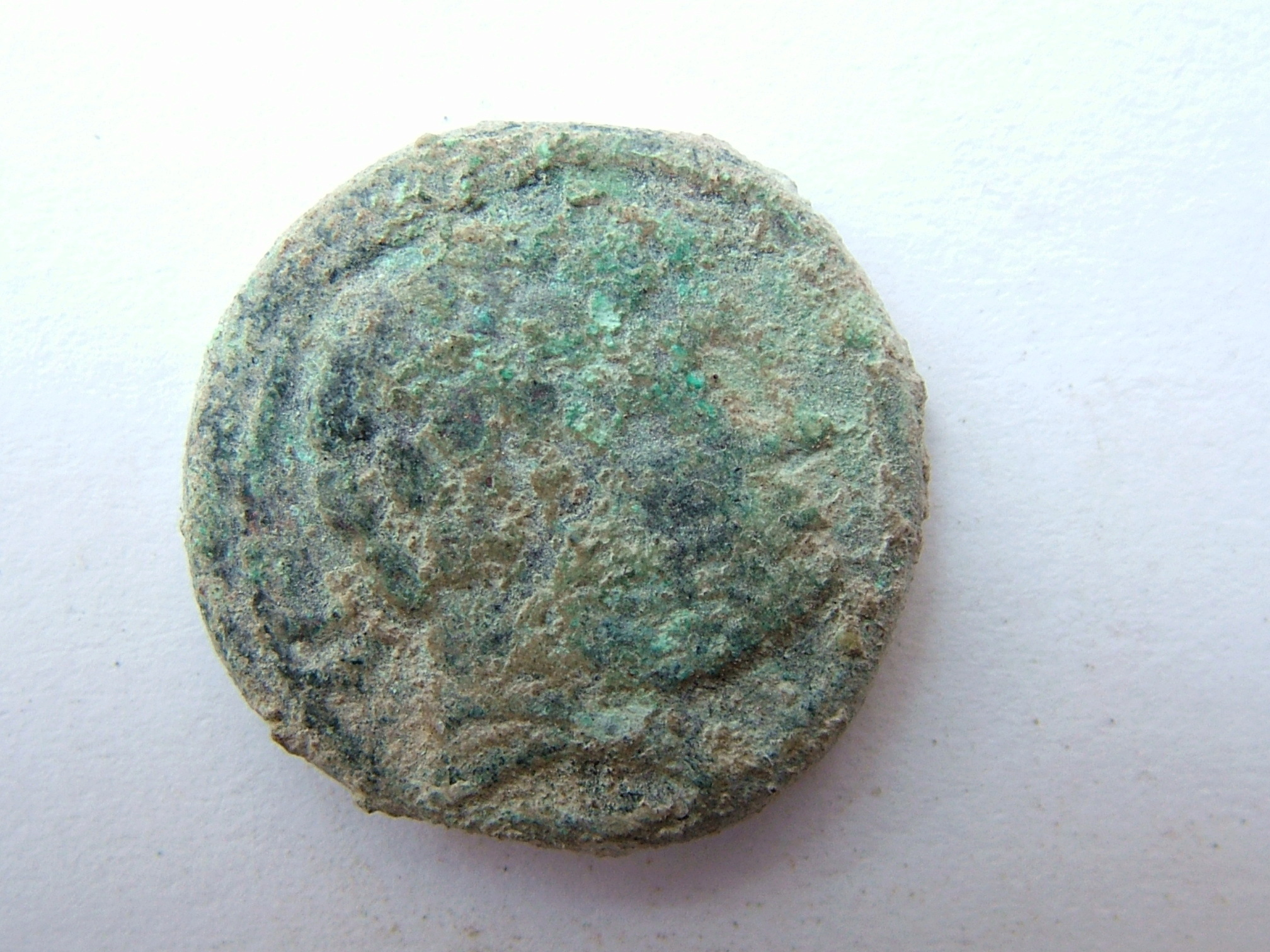 Imágenes a gran escala de pátinas y monedas falsas. Escalofriante (+18). 06_bel10