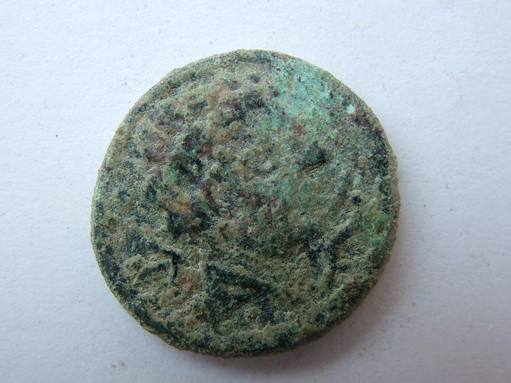 Imágenes a gran escala de pátinas y monedas falsas. Escalofriante (+18). 07_uar10