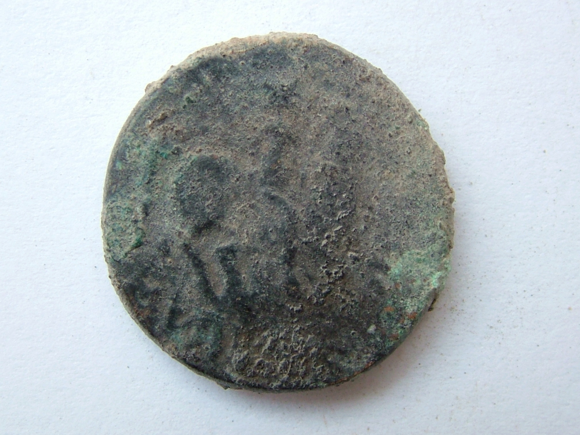 Imágenes a gran escala de pátinas y monedas falsas. Escalofriante (+18). 08_rev10