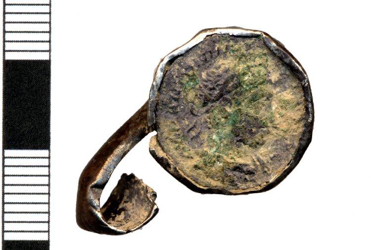 Anillo romano de plata con denario de Heliogábalo An015310