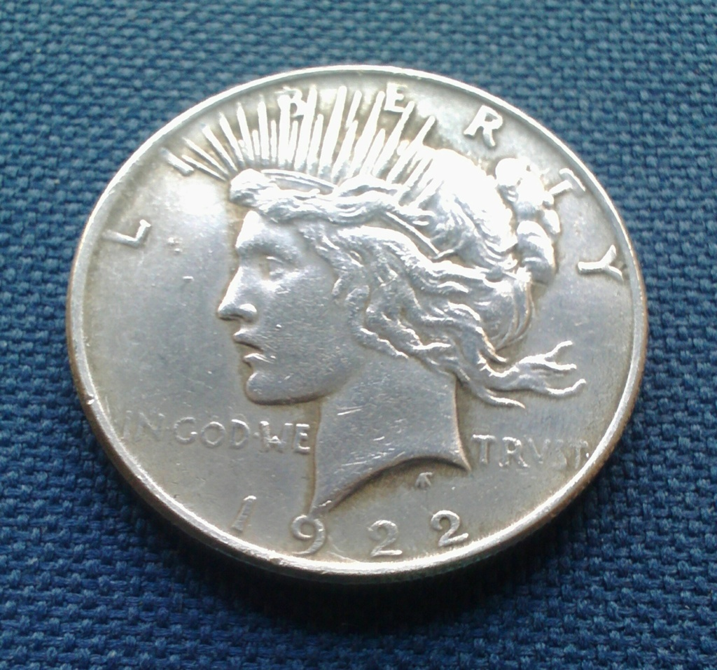 Buenos días, me gustaría información sobre este dólar de 1922, es un petaca de doble cara, las medidas y el peso son correctos, no se pega al imán. Tengo mis dudas aunque en apariencia creo que es buena, la compré en ebay, lo que siempre crea dudas. Mucha Img_2015