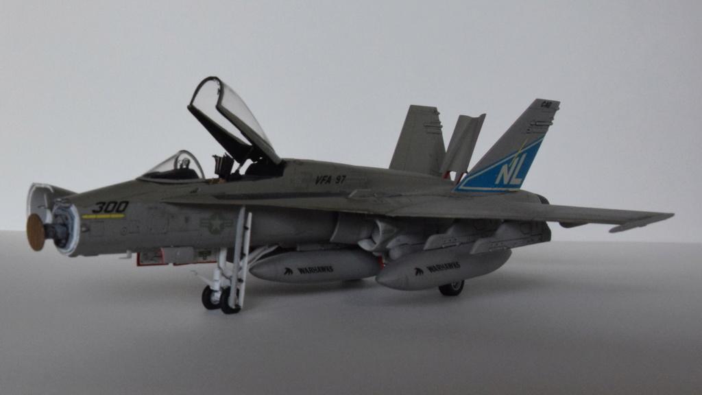"""F/A-18A """"Hornet"""" - Fujimi - 1/72 Csc_0010"""
